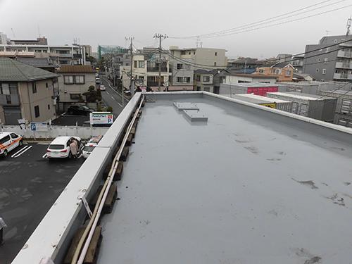 室外機は屋上に設置