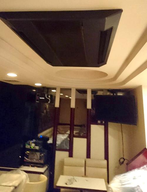 天井設置の既設エアコン室内機