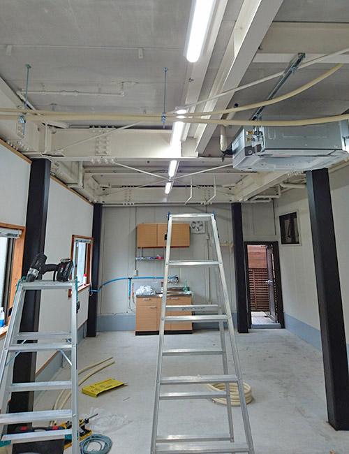 室内機用の吊りボルト