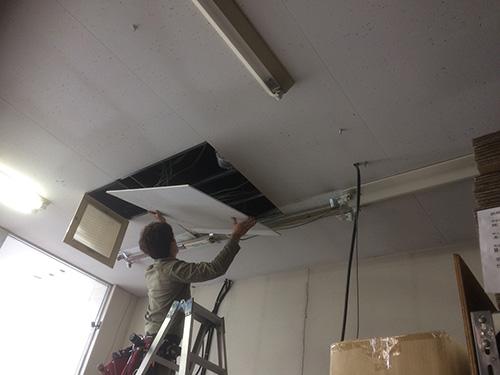 天井吊形施工中