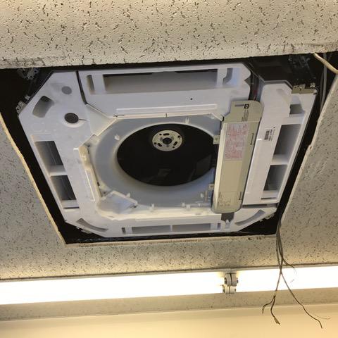 目黒区の専門学校ビルにて天井埋込形エアコン4方向の入替え-その1【業務用エアコン】