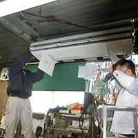 大田区の工場にて天井吊形エアコン1方向の入替え-その1【業務用エアコン】