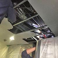 東京都新宿区の飲食店にて天井吊形エアコンの入替え工事【業務用エアコン】