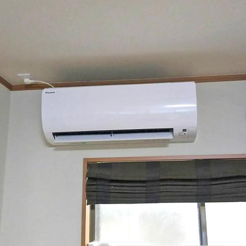 東京都葛飾区の一戸建てにてダイキン製壁掛形エアコンの新規取付工事【ルームエアコン】