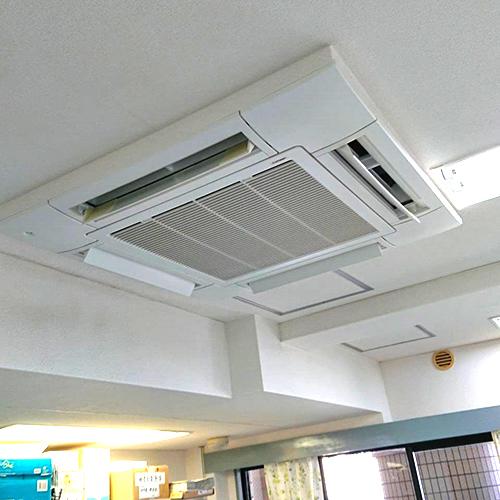 東京都新宿区の事務所にて三菱重工製天井埋込形4方向エアコンの入替え工事【業務用エアコン】