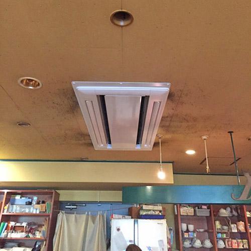 東京都新宿区の喫茶店にて日立製天カセ2方向の入替え工事【業務用エアコン】
