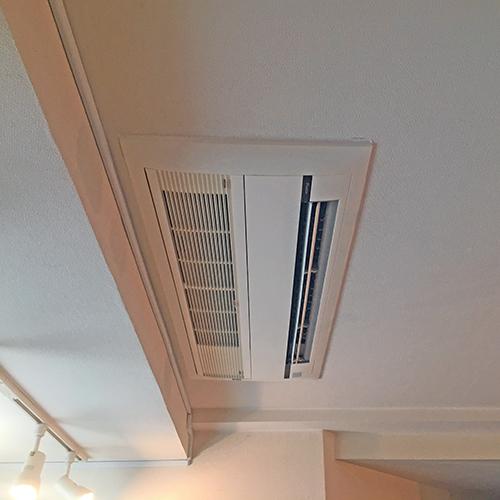 東京都渋谷区の住居ビルにてダイキン製天井カセット形シングルフロー2台マルチエアコンの入替え工事【ハウジングエアコン】