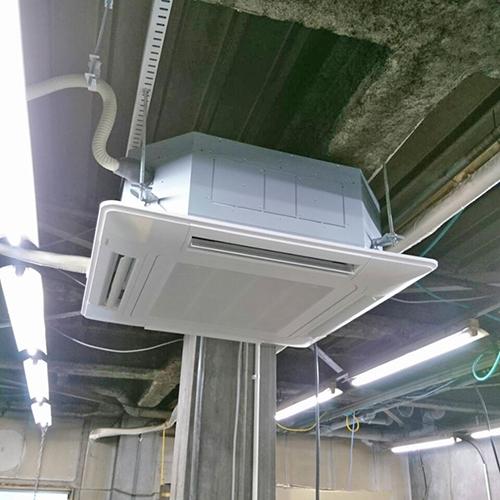 東京都品川区の工場にて日立製天井カセット4方向形エアコンの入替え工事【業務用エアコン】