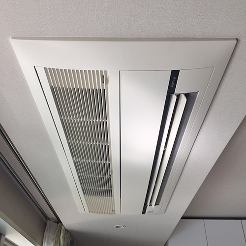東京都世田谷区のマンションにてダイキン製天井埋込形1方向形エアコンの入替え工事【ハウジングエアコン】