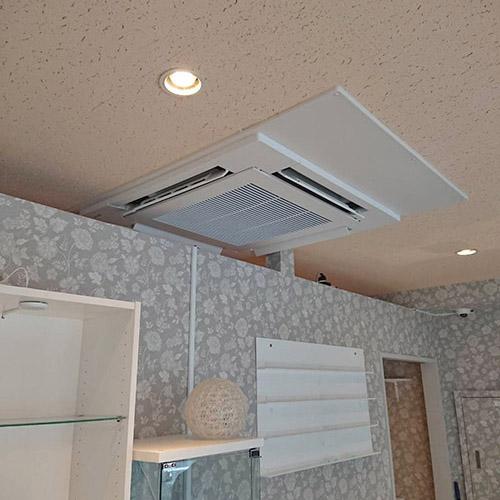 東京都新宿区のテナントビルにて東芝製天井カセット形4方向エアコンの入替え工事【業務用エアコン】