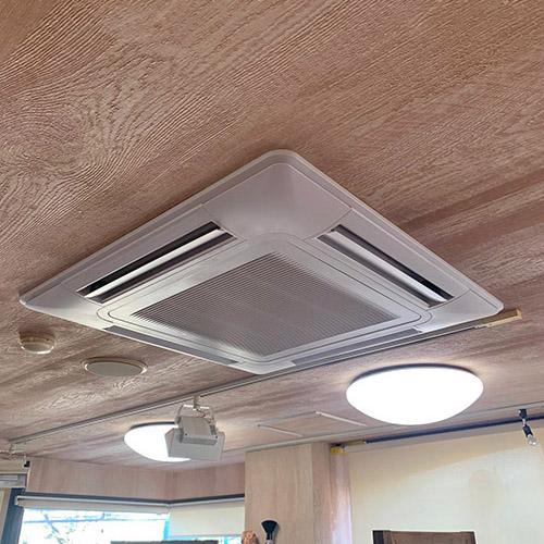 千葉県市川市の美容室にて日立製天井カセット形4方向エアコンの入替え工事【業務用エアコン】