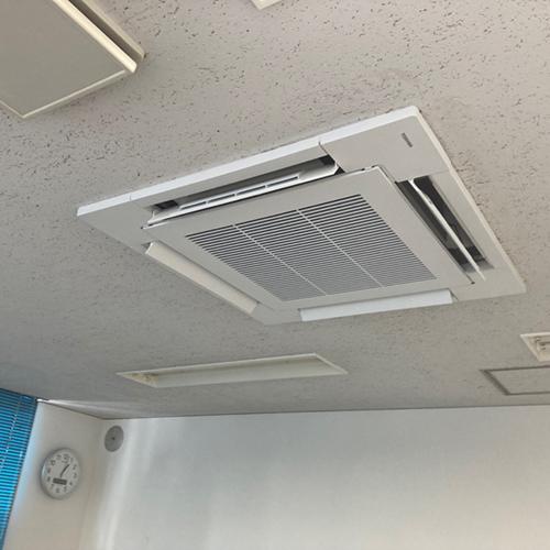 東京都世田谷区のテナントにて東芝製天井カセット4方向エアコンの入替え工事【業務用エアコン】